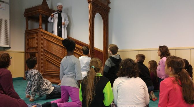 Die Klasse 4a besucht die Moschee in Hamm
