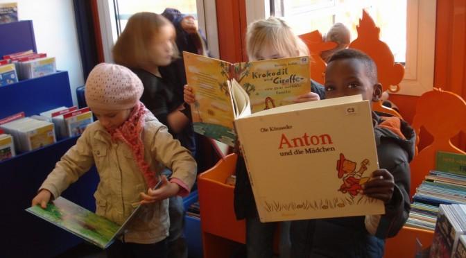Die Vorschule besucht die Bücherhalle Mümmelmannsberg