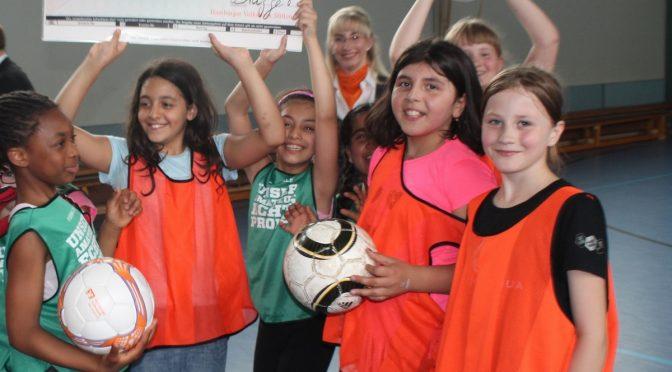 Volksbank Stiftung unterstützt Kicking Girls im Stadtteil Billstedt