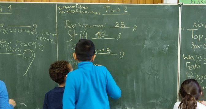 Mathematikunterricht im 3. Schuljahr: Wie viel wiegt eine Federtasche?